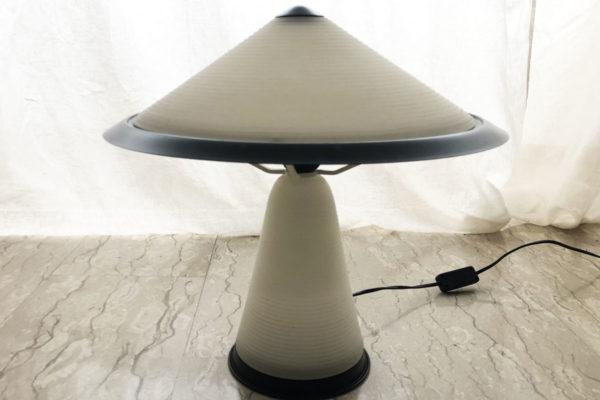 vintage-lampadabiancaenera-profiliarredamenti